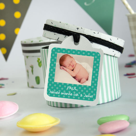Square labels with photo and frame for birthdays