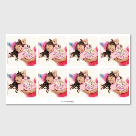 Etiquetas quadradas com foto para aniversários