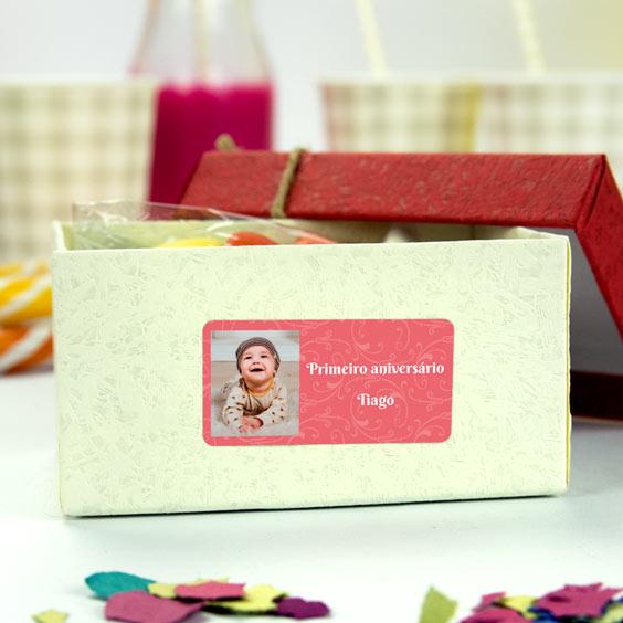 Etiquetas retangulares com foto e moldura para aniversários