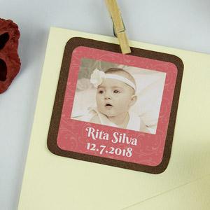 Etiquetas quadradas com foto e moldura para batizados