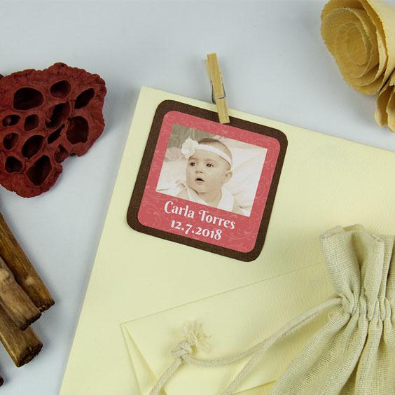 Etiquetas cuadradas con foto y marco para bautizos