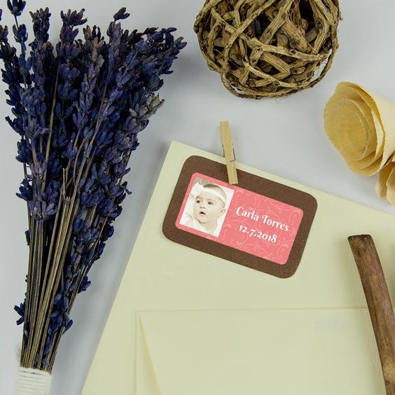 Etiquetes rectangulars amb foto i marc per a batejos