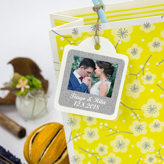Etiquetas quadradas com foto e moldura para casamentos