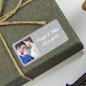 Etiquetas retangulares com foto e moldura para casamentos