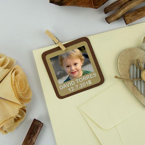Etiquetes quadrades amb foto i marc per a comunions