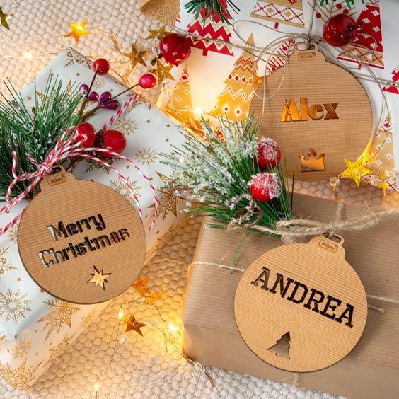 Bolas de Navidad personalizadas de madera calada