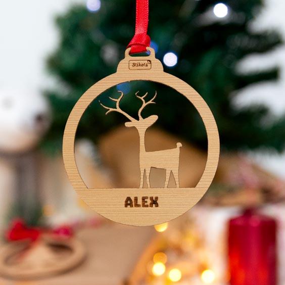 Bolas de Navidad personalizadas de formas de madera con nombre grabado