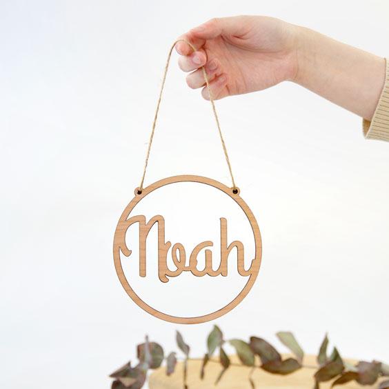 Kleine personalisierte Holznamen mit Rahmen