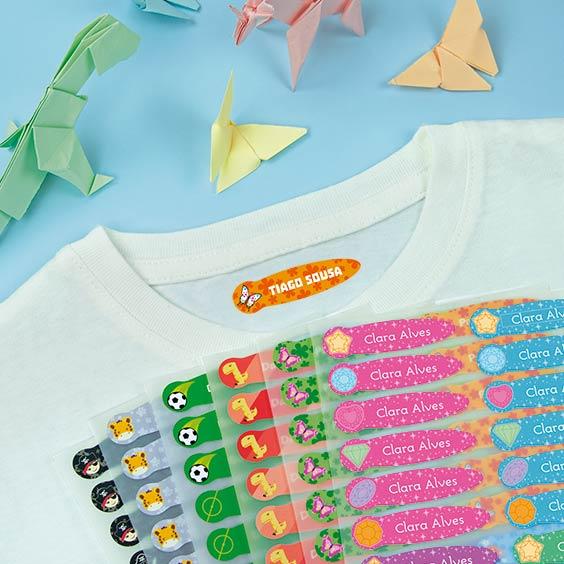 Etiquetas temáticas pequenas para roupa