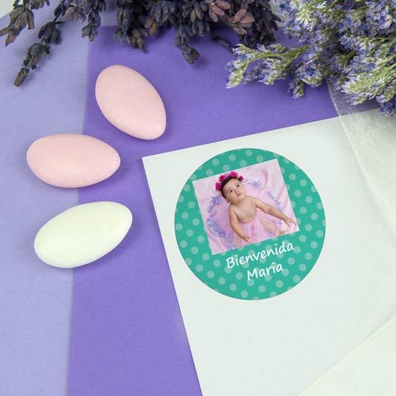 Etiquetas redondas con foto y marco para bautizos
