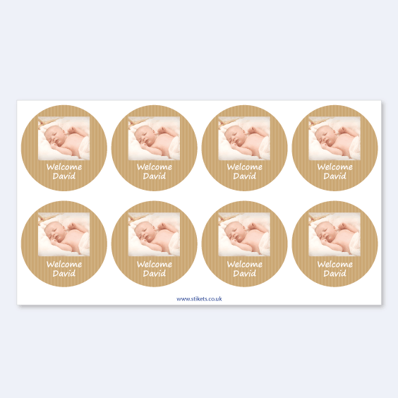 Round stickers with photo and frame for baptism favours