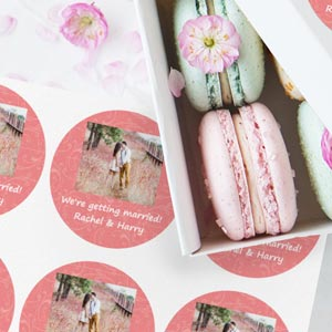 Round stickers with photo and frame for weddings