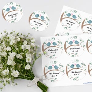 Runde thematische Etiketten für Hochzeiten
