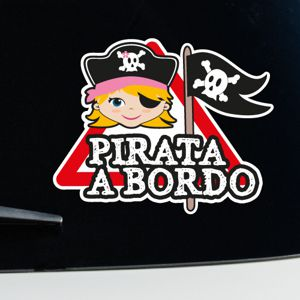 Niña pirata a bordo
