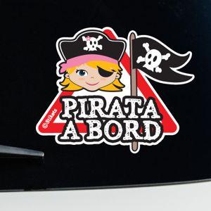Nena pirata a bord