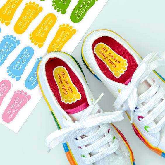 Schoenlabels in de vorm van een voetafdruk