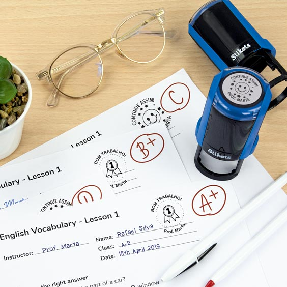 Carimbo redondo personalizado para professores