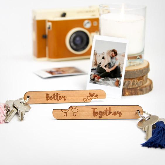 Personalisierter Schlüsselanhänger aus Holz in 2 Teilen