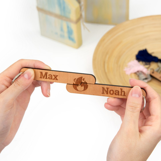 Porta-chaves personalizados de madeira para casais